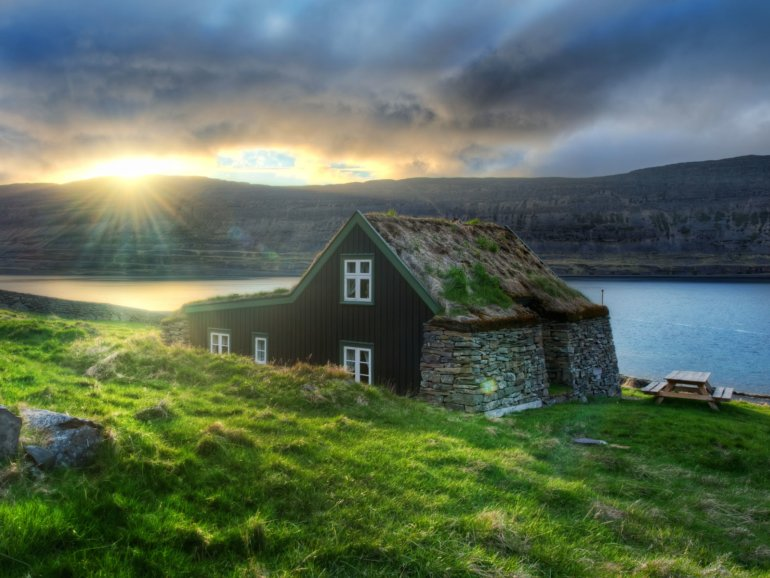 midnight sun iceland